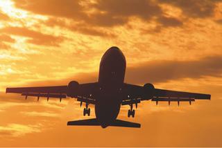 夕日に旅立つ飛行機.jpg