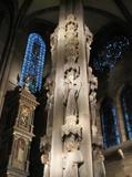大聖堂内のポール.jpg